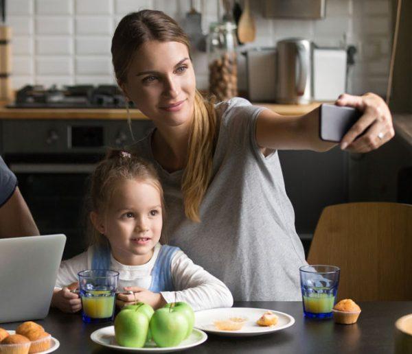 Parents 2.0 : pourquoi postent-ils autant de photos de leurs enfants sur Instagram ?