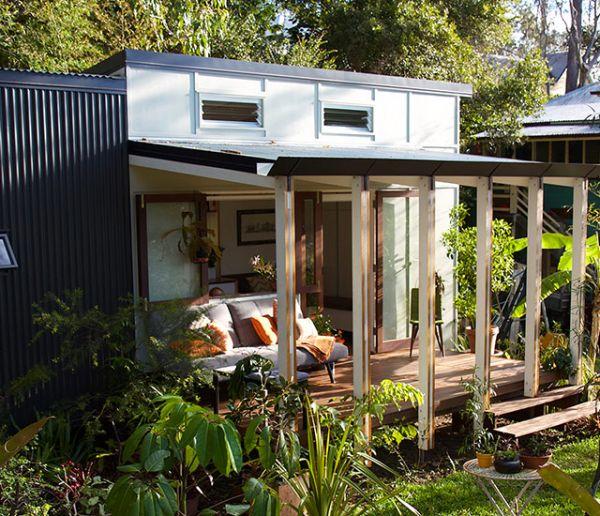 On adore cette tiny house en pleine nature avec une terrasse modulable