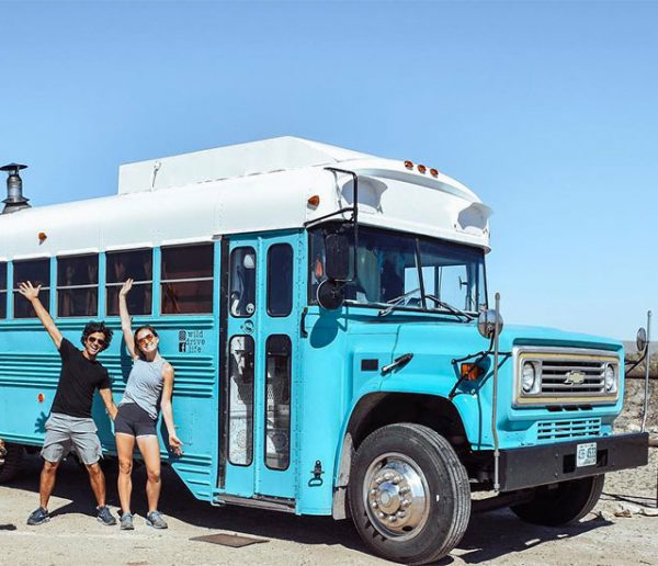 Meagan et Ben vivent sur les routes américaines à bord d'un ancien bus de prison