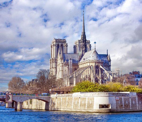 Ces architectes ont trouvé le moyen de reconstruire Notre-Dame à partir de ses cendres