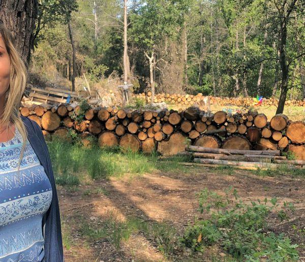 Alicia, 26 ans, vit dans la forêt toute l'année pour reprendre contact avec la nature