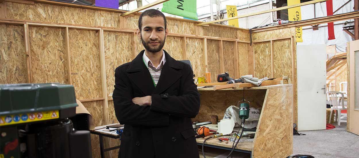 Yassin a créé un abri d'urgence à monter en 40 minutes pour les personnes sans-abri