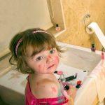 Des bêtises dans la salle de bains