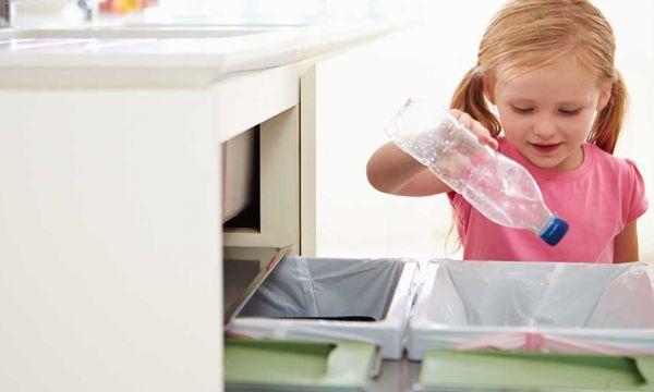 L'alternative à la consigne des bouteilles en plastique : seulement deux poubelles pour tout trier