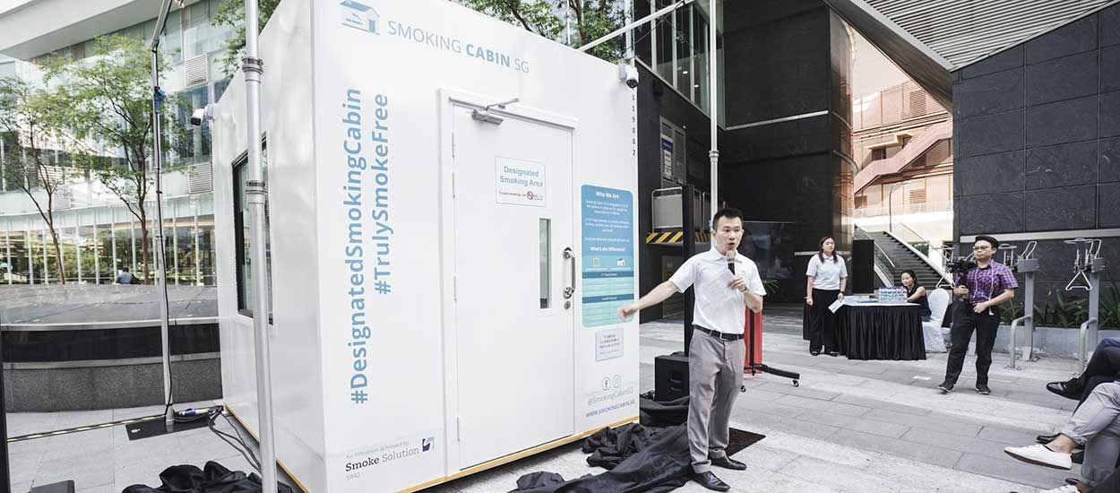 Singapour installe des cabines de rue pour les fumeurs