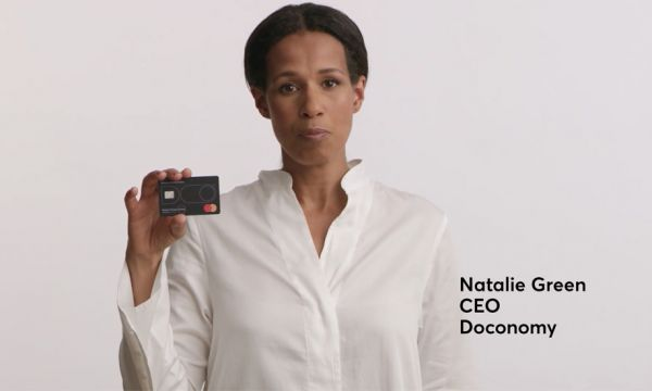 Cette carte de crédit bloque certains achats pour ne pas trop polluer