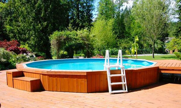Conseils de pros pour monter votre piscine en bois et en kit