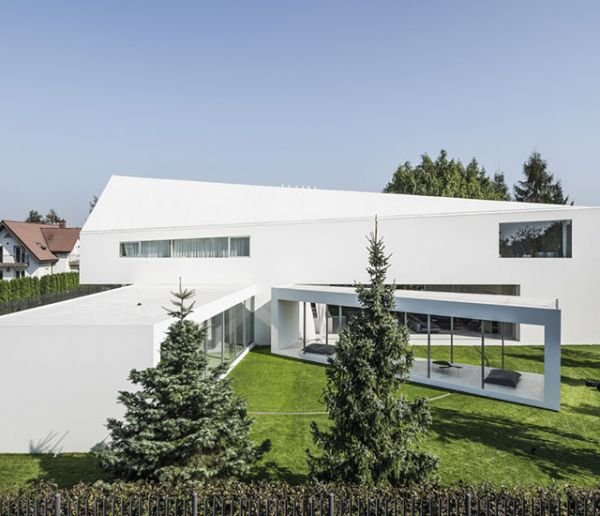 La terrasse de cette magnifique maison pivote pour suivre la course du soleil