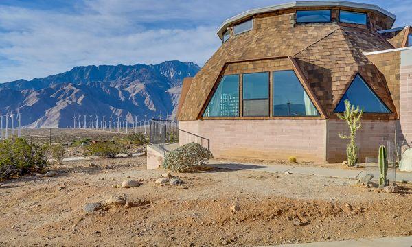 Cette maison exceptionnelle offre une vue à 360 degrés sur le désert californien