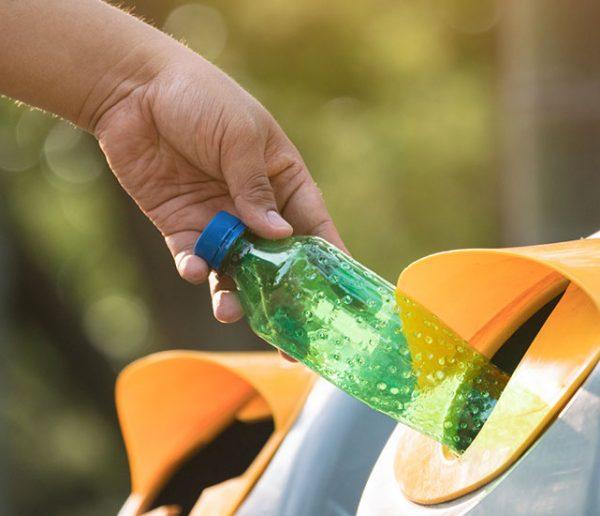 La consigne pour les bouteilles en plastique va être expérimentée en France