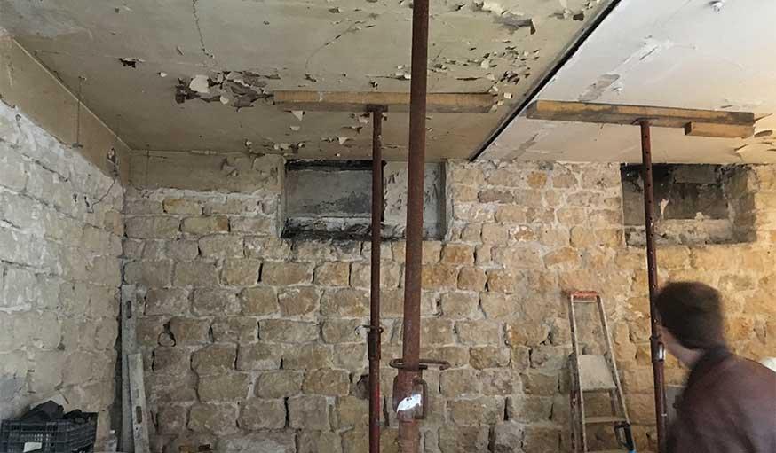 Immeuble insalubre Paris avant rénovation plancher mérule salpêtre