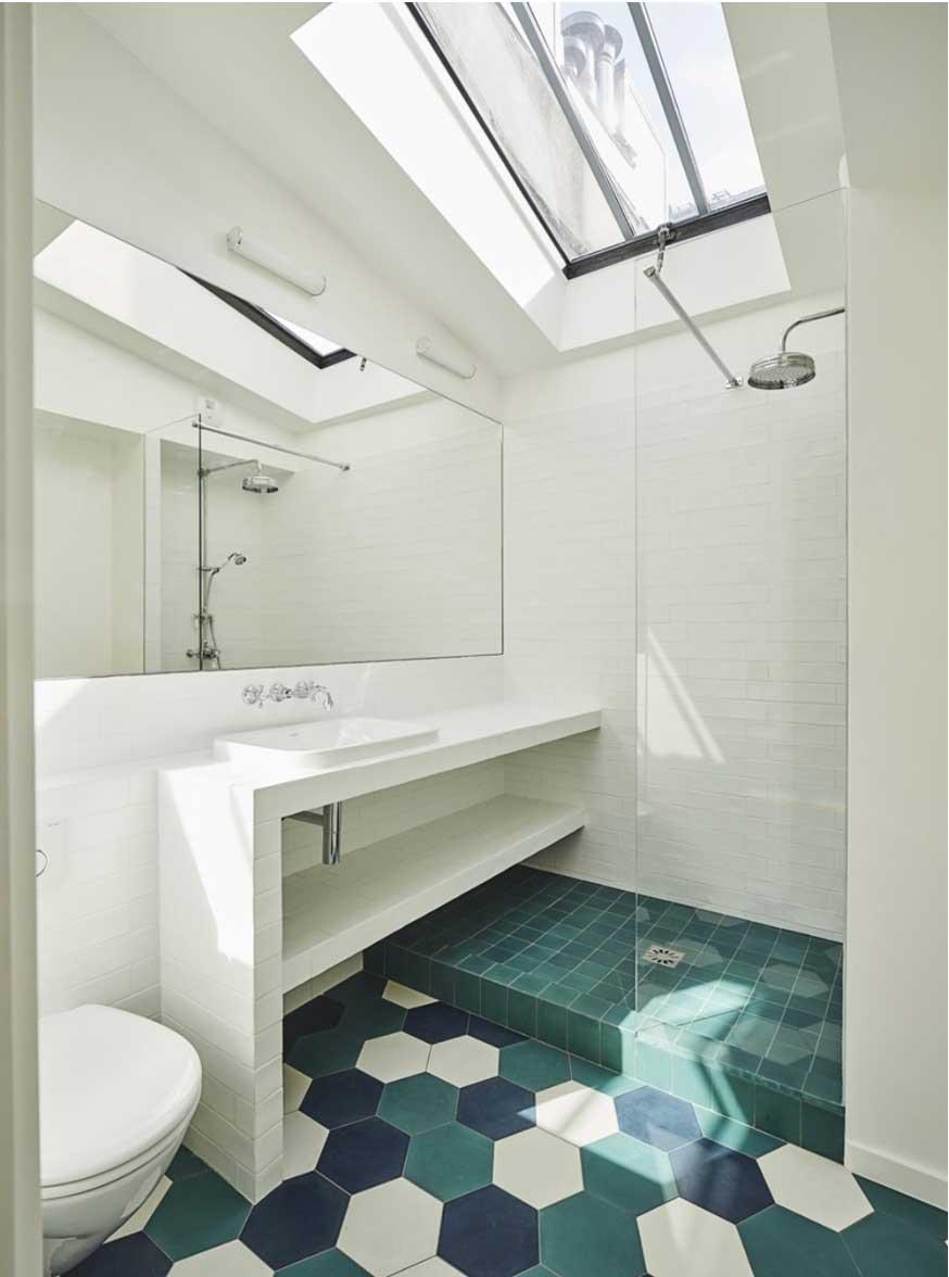 Triplex rénové Paris Alia Bengana + Capucine de Cointet architectes salle de bains