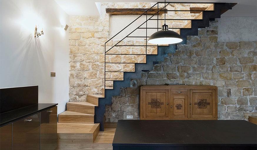 Triplex rénové Alia Bengana + Capucine de Cointet architectes vue panoramique escalier rez de chaussée