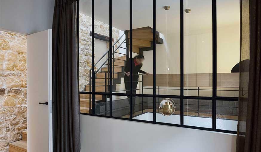 Triplex rénové Alia Bengana + Capucine de Cointet architectes verrière chambre