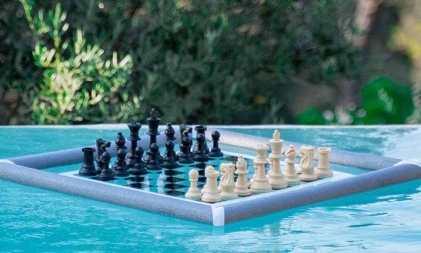 Tuto : fabriquez un jeu d'échec flottant pour vos vacances