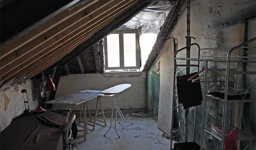 Avant après Studio sous les combles Prisca Pellerin grenier avant rénovation