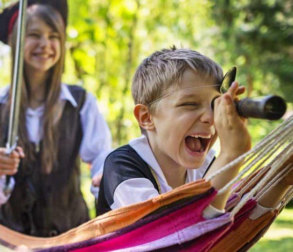 10 idées de jeux pour faire vivre l'aventure à vos enfants dans le jardin