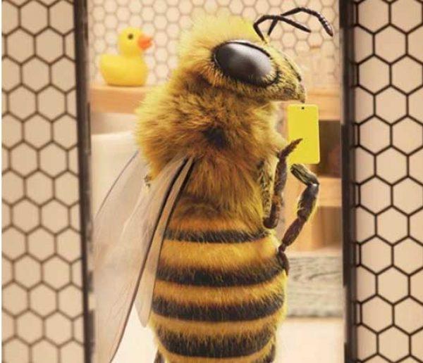 Suivez B. sur Instagram, la première abeille influenceuse qui veut sauver ses copines !