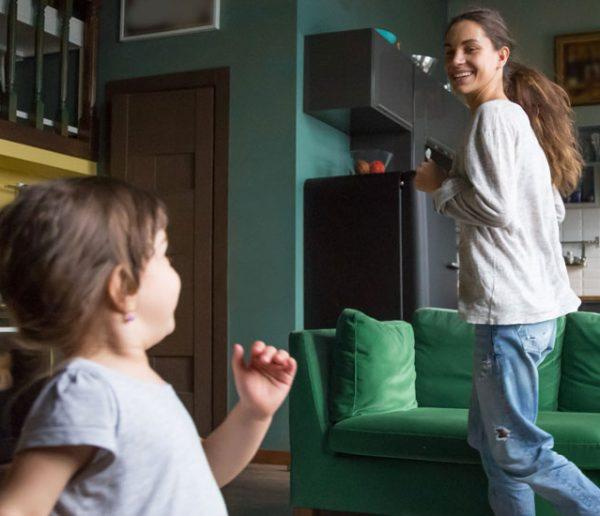 Chaque été, Céline accueille en famille un enfant qui ne peut pas partir en vacances