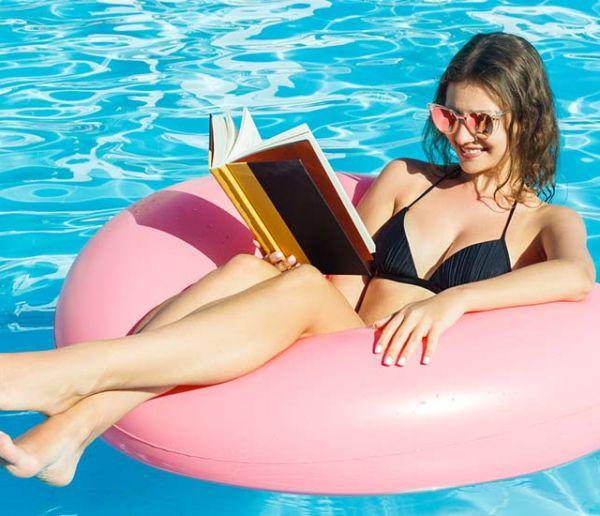 Vous avez fait tomber votre livre dans la piscine ? Voici comment le sauver !