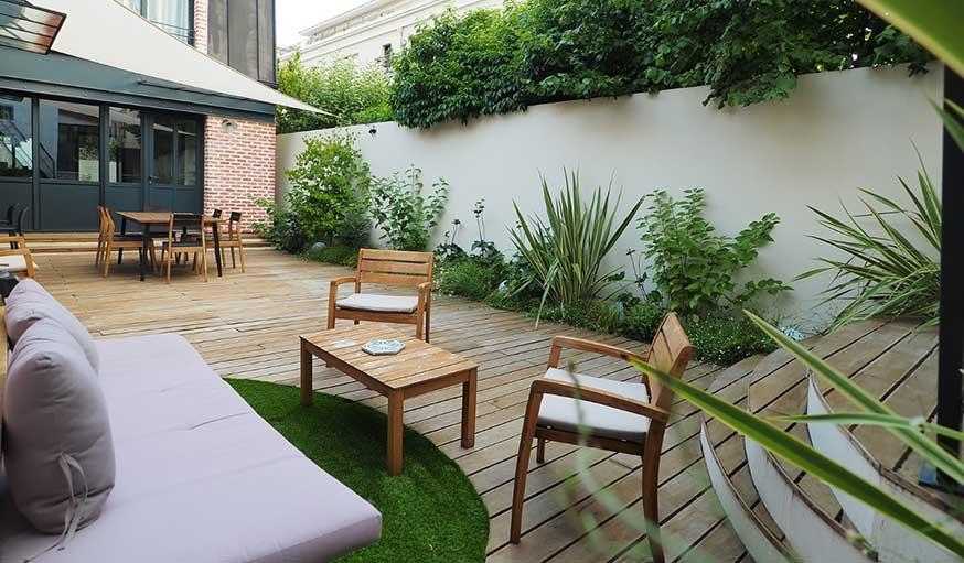 Jardin de ville végétalisé, terrasse et mobilier