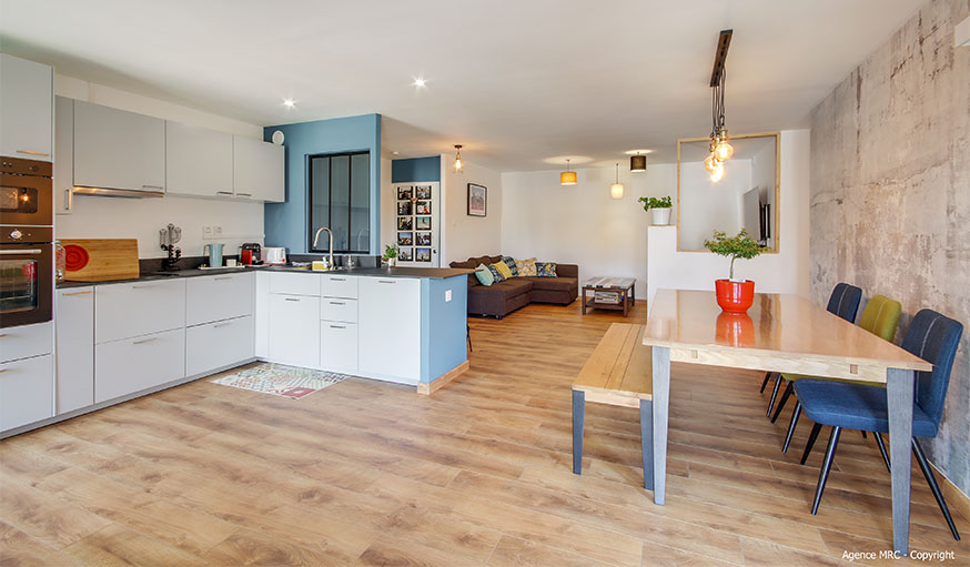 cuisine ouverte et salle à manger et salon agence MRC