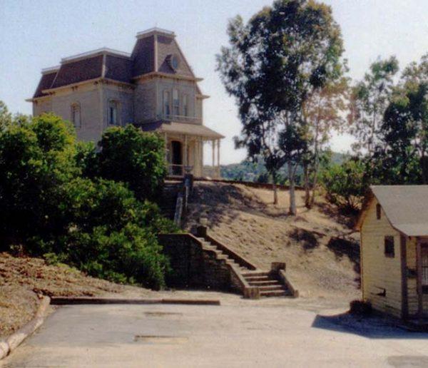 Allez-vous reconnaître ces maisons de films d'horreur célèbres ?