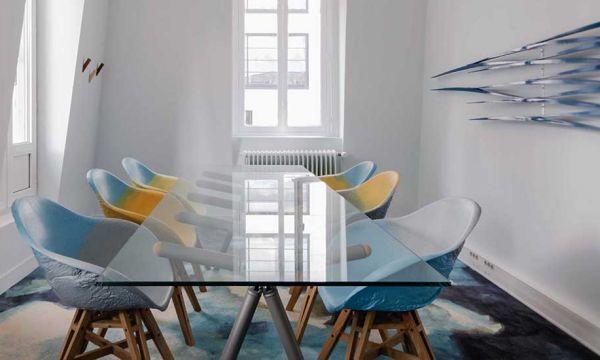 3 designers qui ont fait du vieux plastique recyclé des chaises design