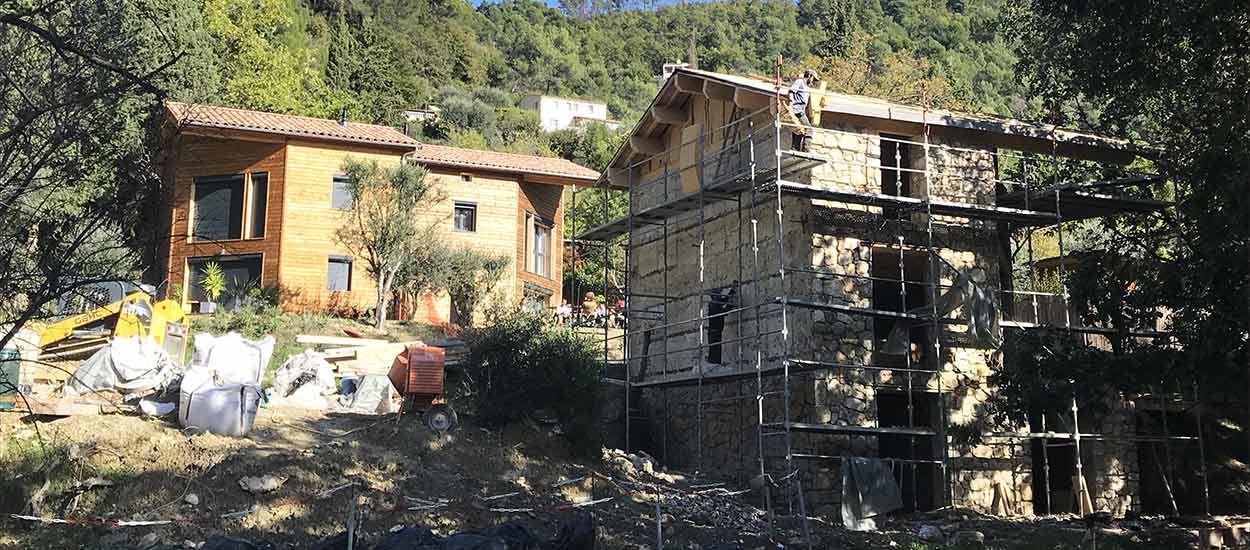 Ces maisons sont construites avec les terres de déblais récupérées sur place