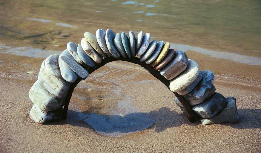 land art avec des pierres Andreas Güthler et Kathrin Lacher
