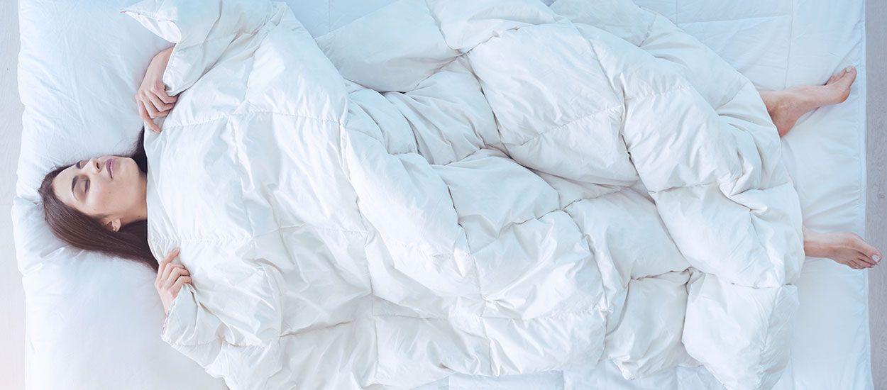 Cette couette régule la température pour bien dormir pendant la canicule