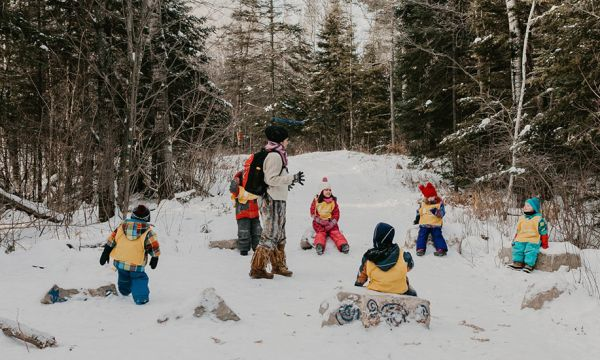 Garderie en plein air : et si votre enfant passait toutes ses journées dans la forêt ?