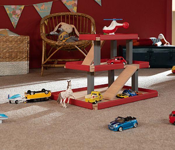 Idée cadeau pour Noël : Fabriquez un garage en bois pour les petites voitures