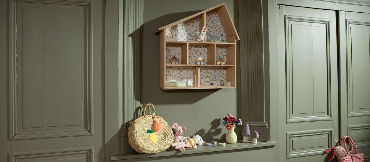 Idée cadeau pour Noël : Fabriquez une étagère maison de poupées