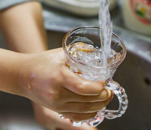 Récupérer l'eau de pluie pour la boire à la maison : bonne ou mauvaise idée ?