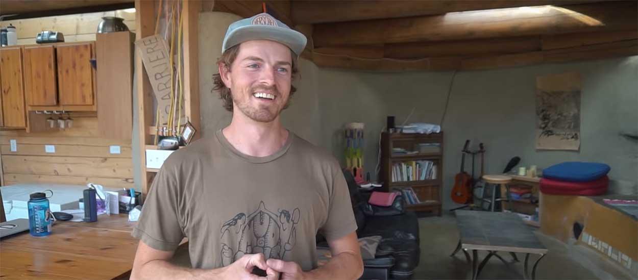 Il vit dans un Earthship depuis deux ans et vous fait visiter en vidéo !