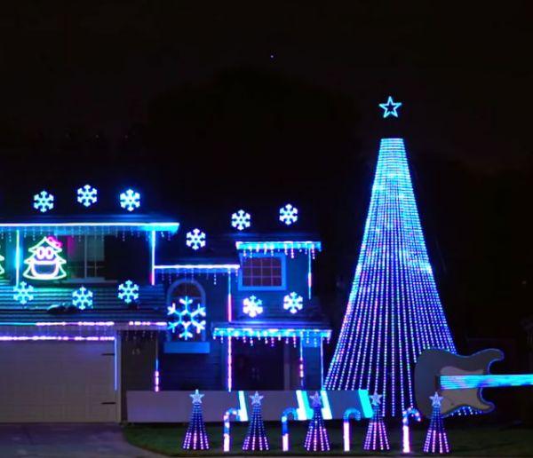 Chaque Noël, la façade de cette maison s'illumine et livre un spectacle musical étonnant