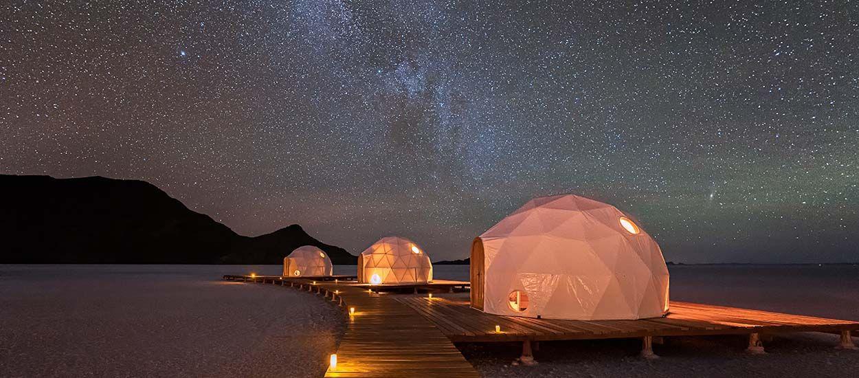 Destination de rêve : dormir dans des dômes au milieu du désert bolivien et se croire sur la Lune