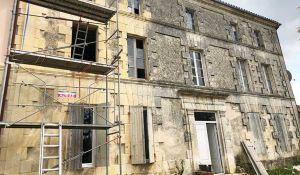 Avant / Après : Ils ont quitté Paris pour acheter un ancien domaine viticole à 120 000 euros