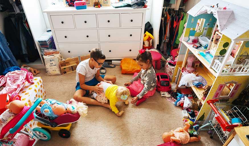 chambre avec beaucoup de jouets