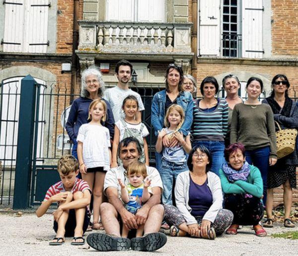 Ces 14 familles ont acheté ce château pour y vivre toutes ensemble