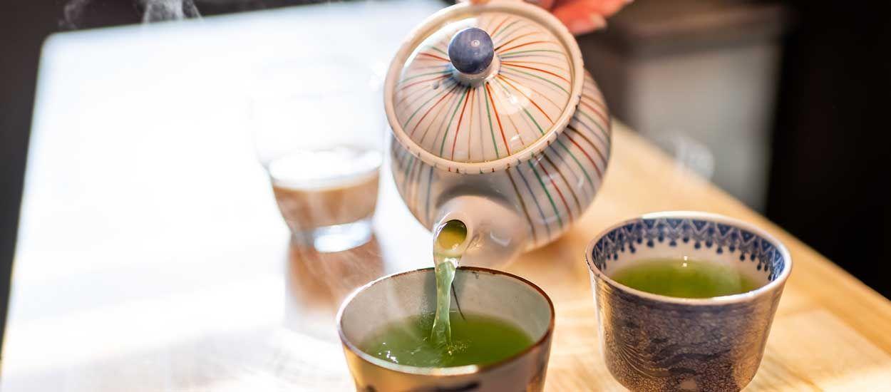 Peut-on consommer l'eau chaude du robinet pour boire du thé ?