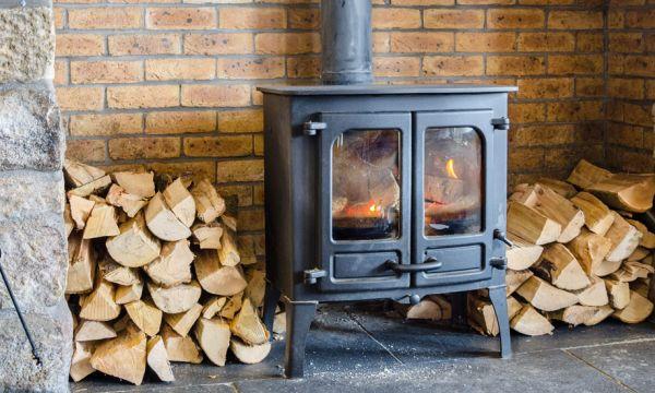 Cette invention astucieuse permet d'allumer votre cheminée ou votre poêle à distance