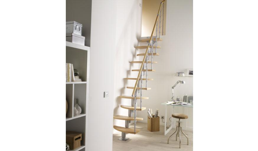 Escalier à pas alternés bois Geom Inversio. © Castorama