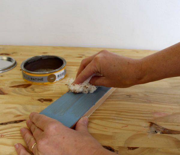 Tuto : Personnalisez vos meubles grâce à ces trois techniques de patine