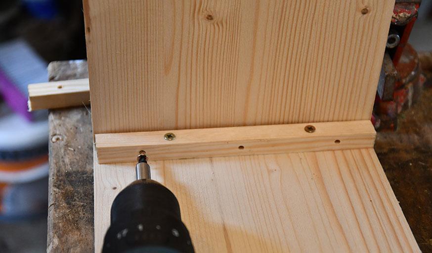 tutoriel fabriquer une vitrine à partir d'une vieille fenêtre étape 11