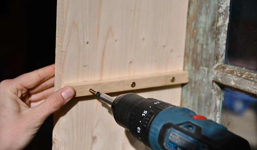 tutoriel fabriquer une vitrine à partir d'une vieille fenêtre étape 18