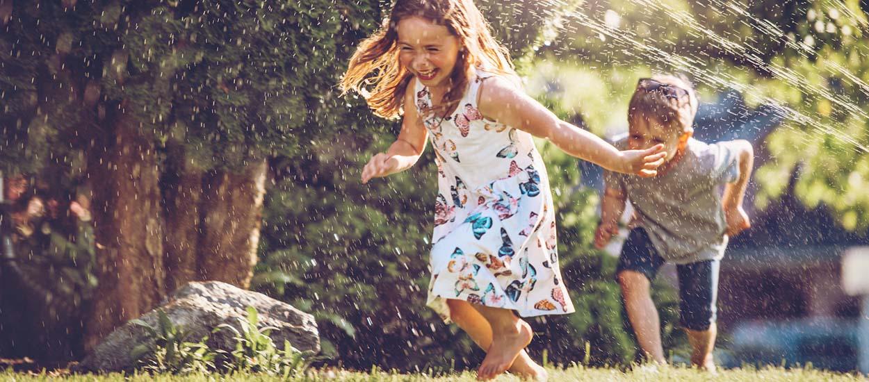 7 jeux d'eau à fabriquer pour rafraîchir les enfants dans le jardin