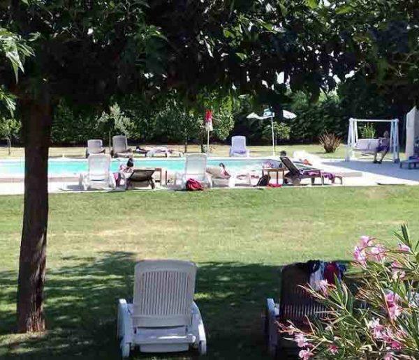 Faire la fête pour moins cher : le boum des locations de jardin