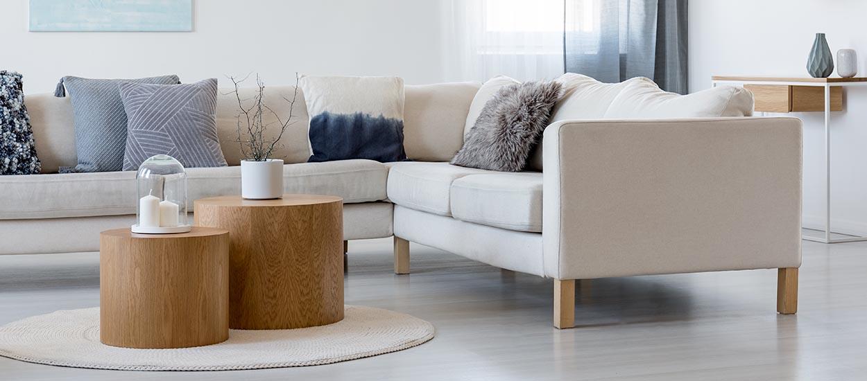 4 techniques simples et écolo pour nettoyer son canapé